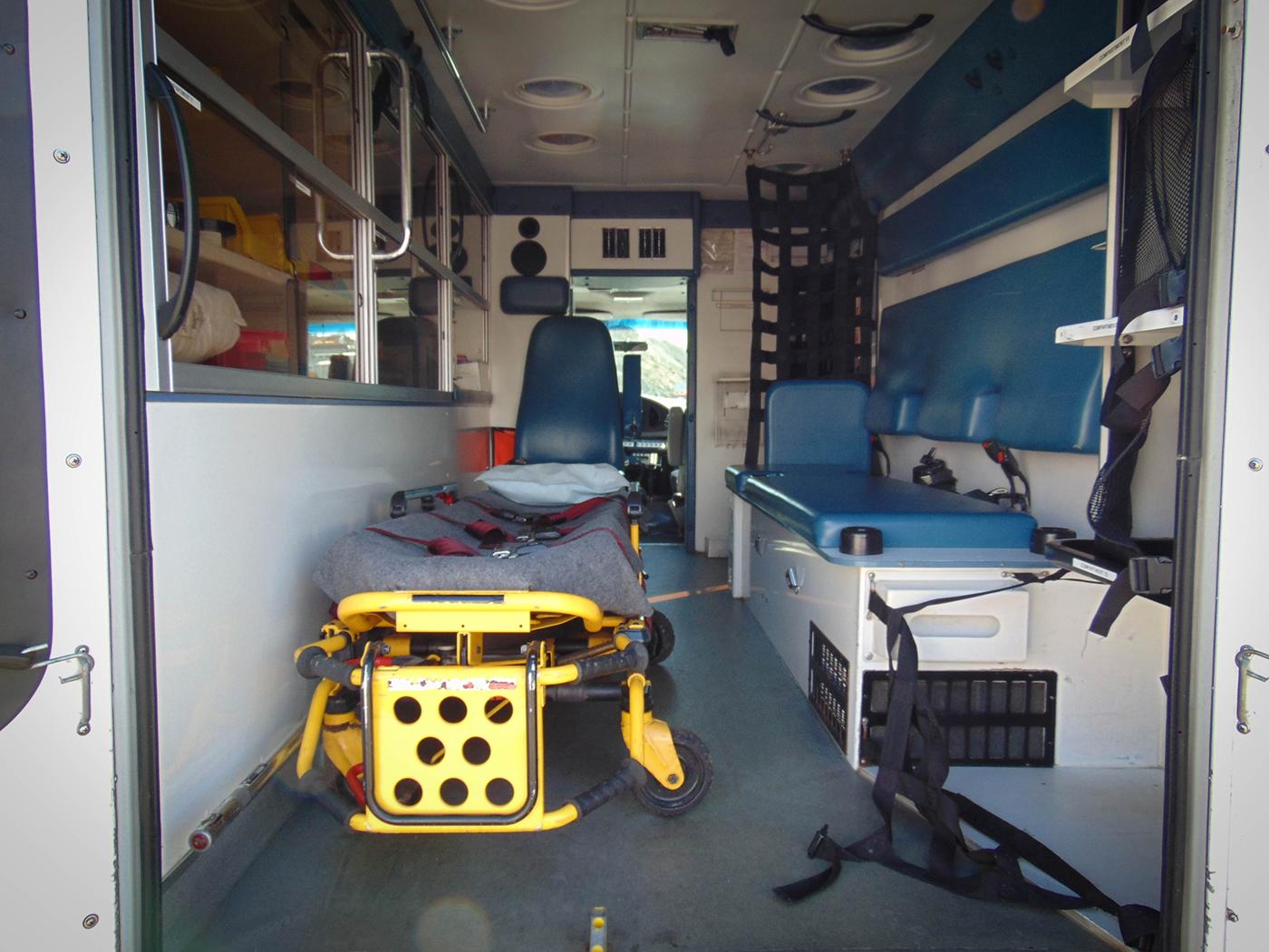 Film 2001 Ford Ambulance For Rent